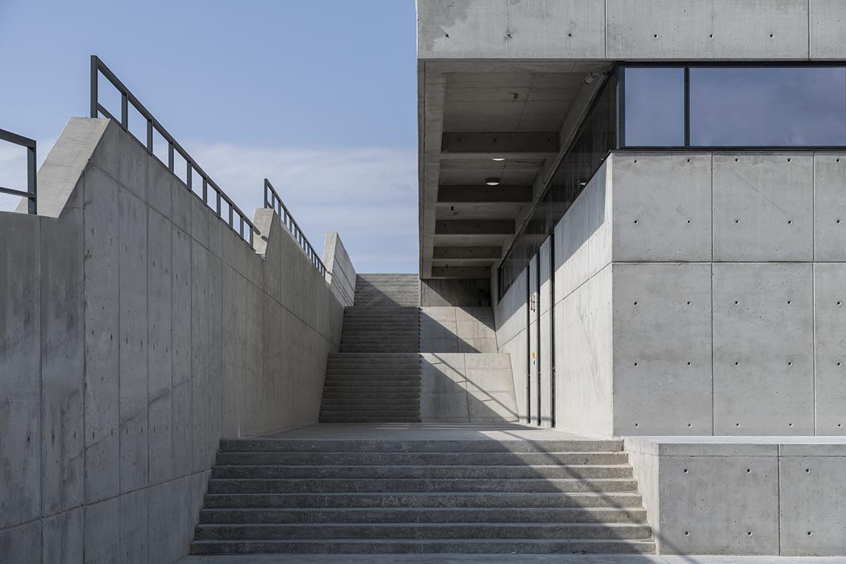Лестница и терраса винодельни Côte Rocheuse