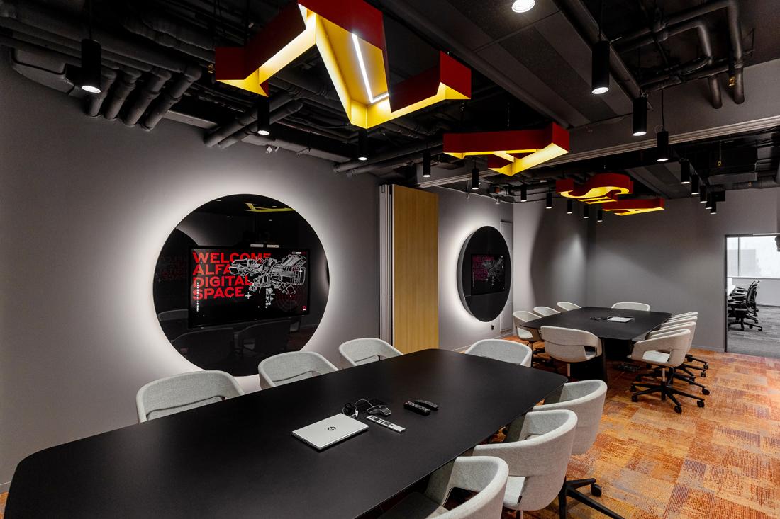 офис в марсианском стиле для команд Alfa Digital, цифрового подразделения АО «АЛЬФА-БАНК»